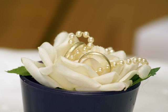 Płatki kwiatów na ślubie (1)