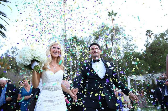 Płatki kwiatów na ślubie (10)