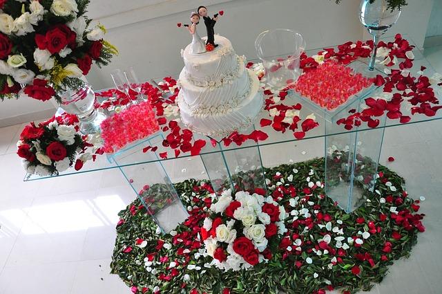 Płatki kwiatów na ślubie (3)