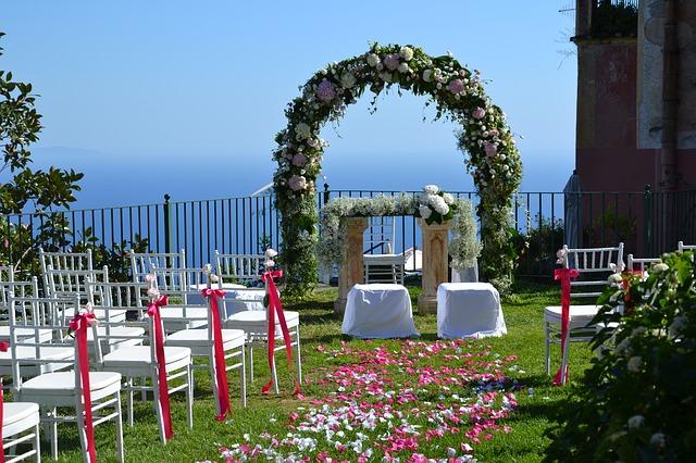Płatki kwiatów na ślubie (5)