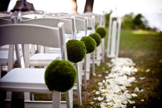 Płatki kwiatów na ślubie (9)