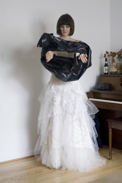 WC w sukni ślubnej 2