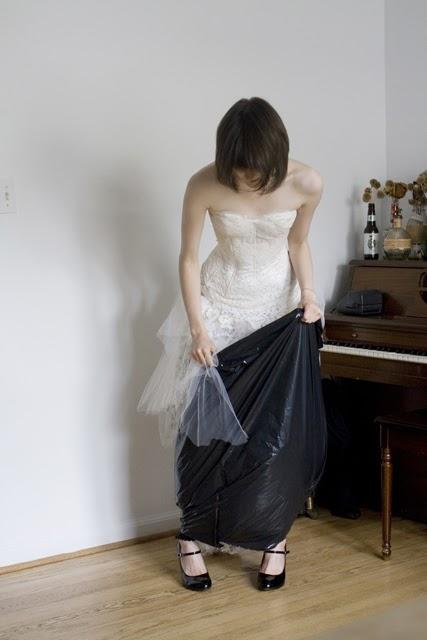 WC w sukni ślubnej 4