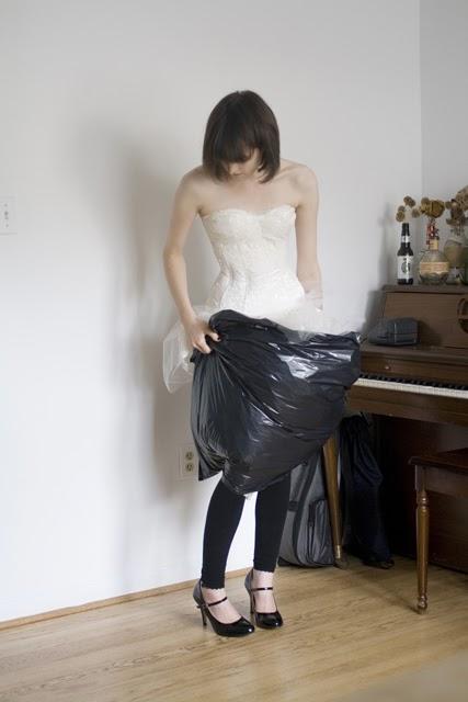 WC w sukni ślubnej 5