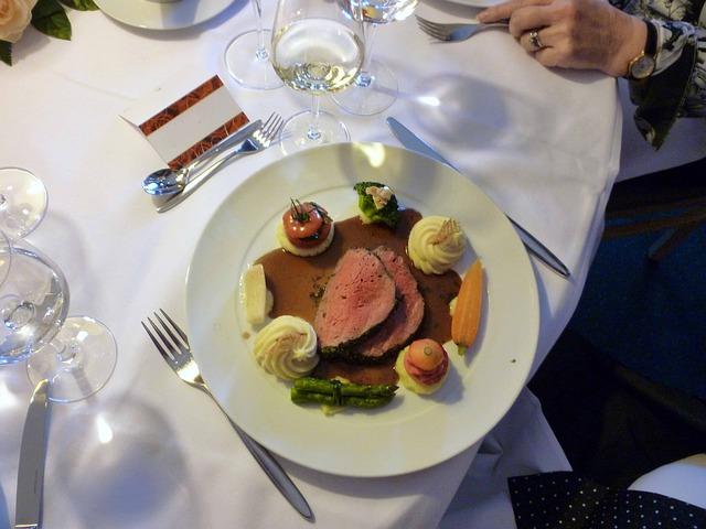 Jak ułożyć menu weselne (4)