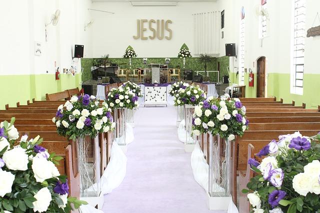 Dekoracje kościoła na ślub (2)