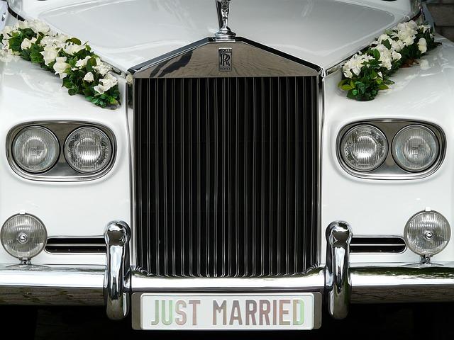 Dekoracje na auto do ślubu (1)