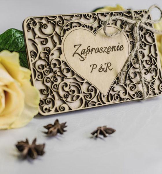 Piękno ukryte w drewnianych dodatkach ślubnych.