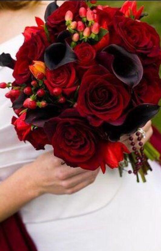 bukiet ślubny w ciemnych kolorach