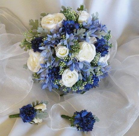 bukiet ślubny z niebieskim akcentem