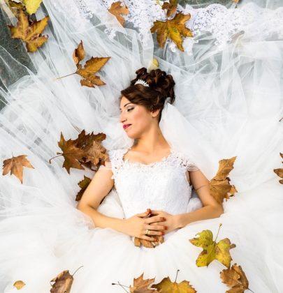 Najpiękniejsze proste suknie ślubne