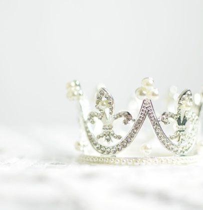 22 propozycje ozdób do fryzur ślubnych