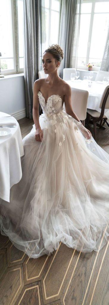 Ozdoby 3d na sukniach ślubnych